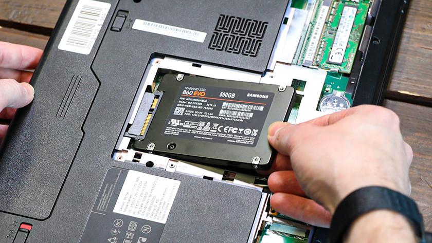 2 5-Zoll-SSD in einem Laptop