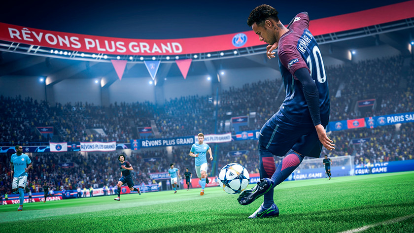 Neymar Junior tritt den Ball in FIFA 19.