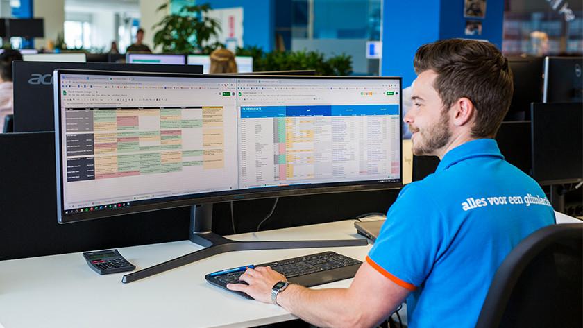 Geschäftlicher Ultrawide Monitor