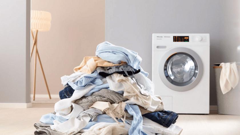 Waschmaschine mit Wäsche