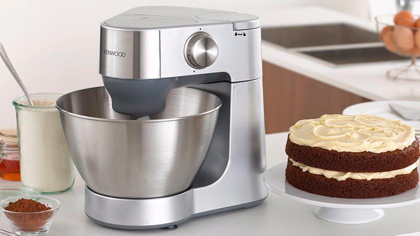 Kenwood Küchenmixer mit Kuchen