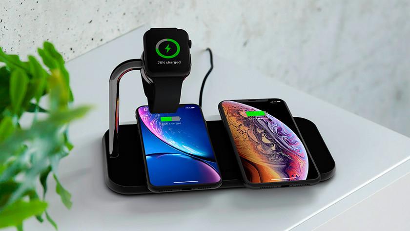 Mehrere Apple iPhones und Apple Watch drahtlos aufladen