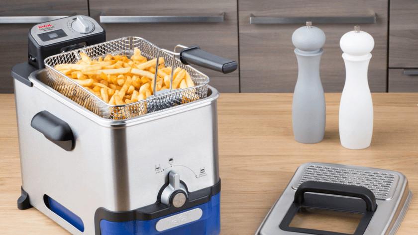Fritteuse mit Pommes frites