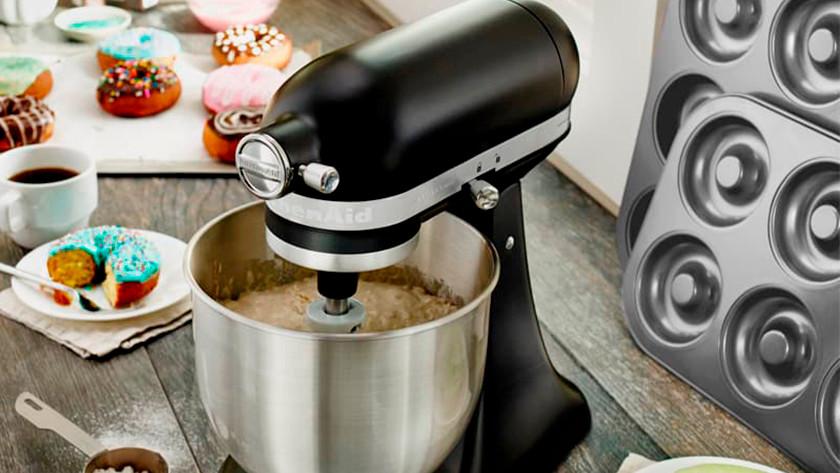 Mattschwarzer KitchenAid Küchenmixer