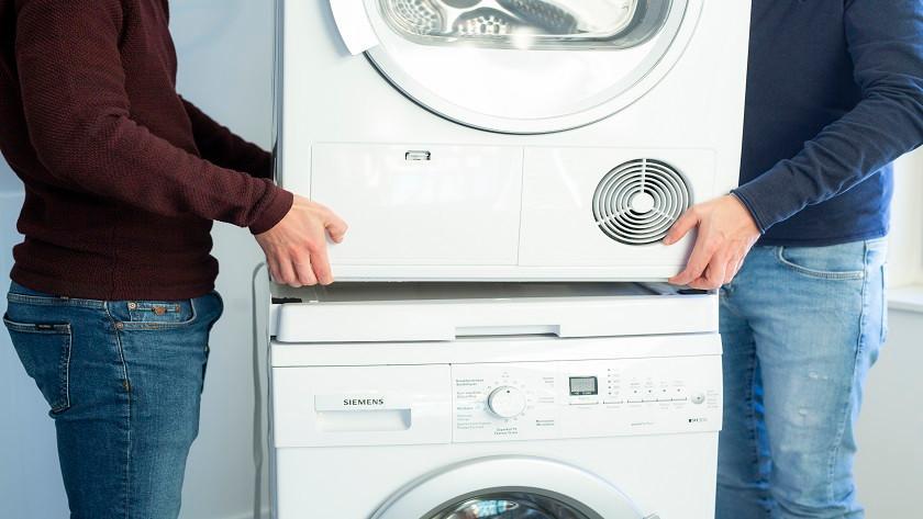 Wäschetrockner auf Waschmaschine