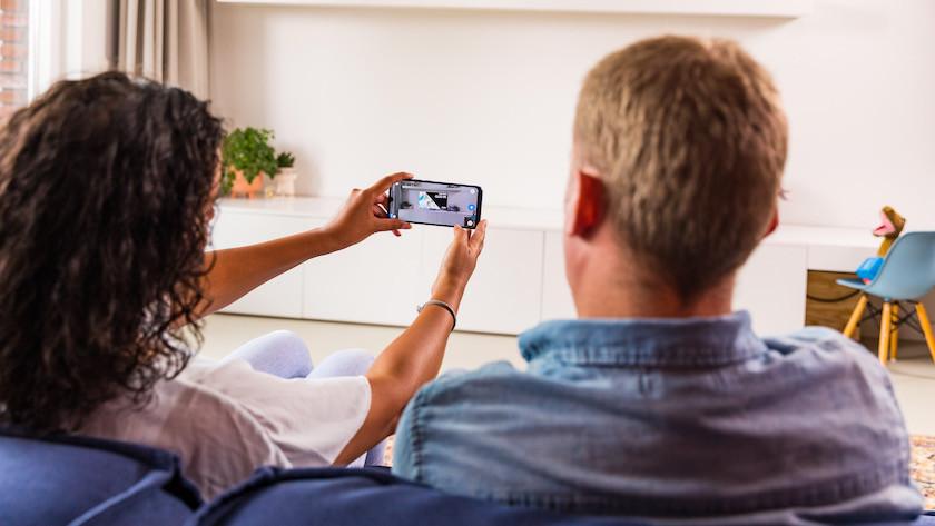 Positioniere virtuell Fernseher in deinem Zimmer