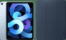 Apple iPad Air (2020) 10,9 Zoll 64 GB WLAN Himmelblau + Xqisit Piave Bookcase Blau
